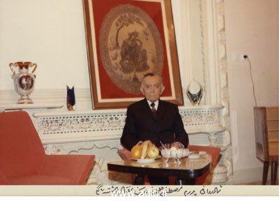 مرحوم مصطفی قلیخان برومند در سن هفتاد وهشت سالگی در منزل عموزاده ام آقای حسینقلی خان