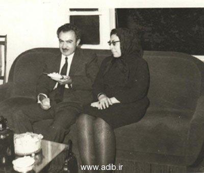 ادیب برومند در کنار همسرش بانو فرنگیس امینی«برومند»