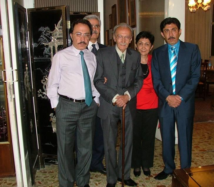 از چپ به راست ؛ شهريار برومند ؛ پوراندخت برومند ؛ استاد اديب برومند ؛ محمد حسين نصيرى (داماد استاد) و جهانشاه برومند - ارديبهشت ١٣٩١