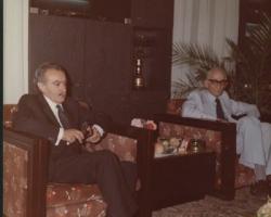 از راست به چپ : روانشاد دکتر رعدی آذرخشی از شاعران وادیبان گرانمایه ، ادیب برومند