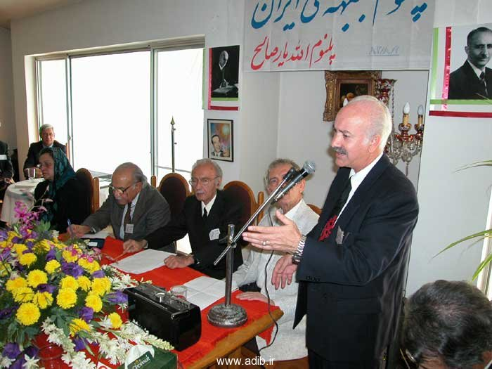 پلنوم جبهه ملّی ایران - اقای دکتر سید حسین موسویان رئیس هیات اجرائی در حال سخنرانی در کنار هیات رئیسه محترم.