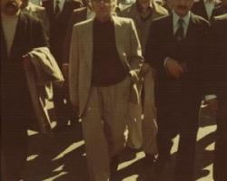 در راهپیمائی های سال 1357 که به انقلاب امید بهروزی و آزادی بود جمعی از نیروهای جبهه ملی ایران در حرکت اند. از راست به چپ ادیب برومند ، دکتر کرم سنجابی و دانشپور دیده می شوند. شخصی که پیشاپیش دکتر سنجابی حرکت می کند و پالتوئی روی دست دارد، پیشگار ومحافظ سنجابی ست.
